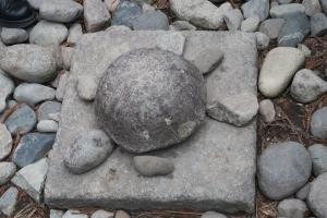 Turtle stone (hiding stone of pole hole)