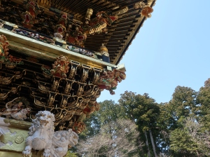 Sculptures and roof of the Yomeimon gate