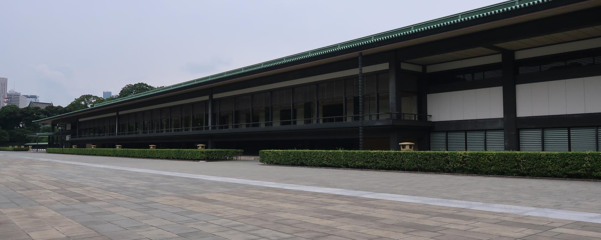 長和殿東庭 the east plaza in front of Chowaden Hall