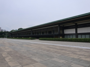 長和殿東庭 the east plaza in front of Chowaden Hall