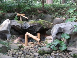 Shishiodoshi; water filled bamboo clacking against rock