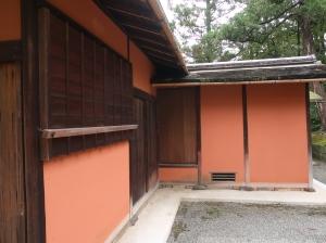 ベンガラ塗りの美しい壁 Beautiful wall with Bengal, iron oxide red