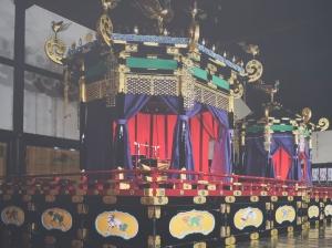 高御座と御帳台 The Imperial Throne and August Seat of the Empress.