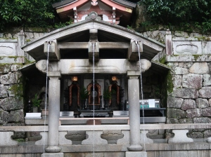 """Otowa no taki (Otowa Waterfall) where visitors used to catch pure water, named """"Konjiki-sui"""" (golden water) or """"Enmei-sui"""" (life-prolonging water) with ladles and pray for purification, but currently using ladles is prohibited for avoiding new corona virus."""